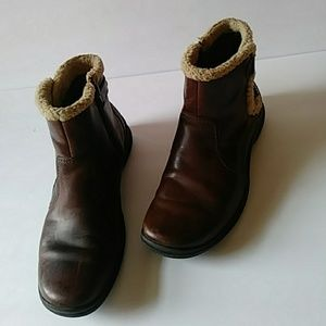Clarks low brown distressed leather boots-sz 4B
